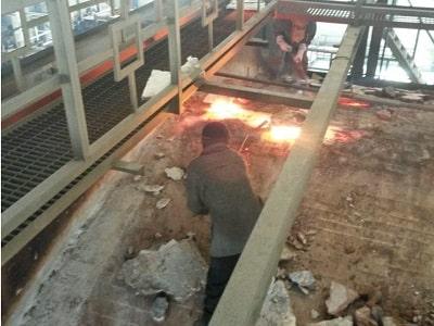 Горячий ремонт: разделка прогаров по главному своду стекловаренной печи